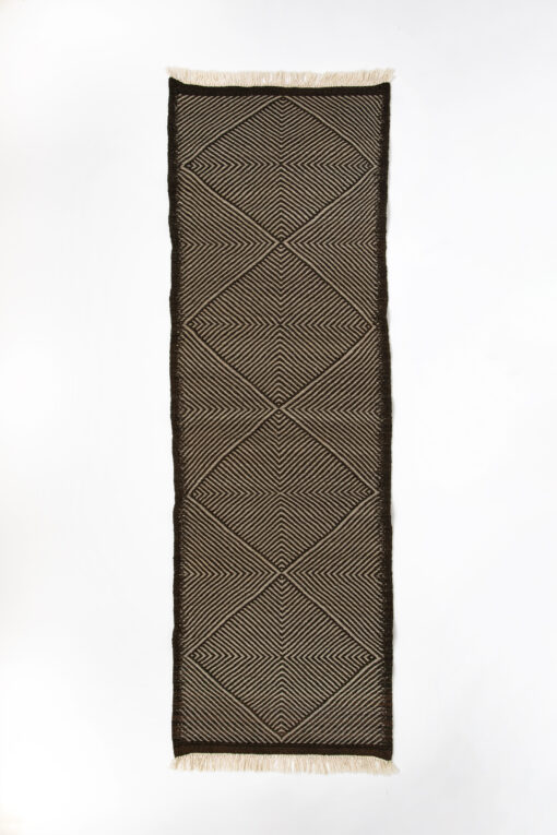 marokkansk-berber-taepper-haendlavet-i-bedste-uld-kvalitet-i-farver-sort-og-graa