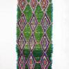 marokkansk-boucherouite-taepper-haendlavet-i-uld-og-garner-med-groen-pink-blaa-turkis-geometrisk-moenster