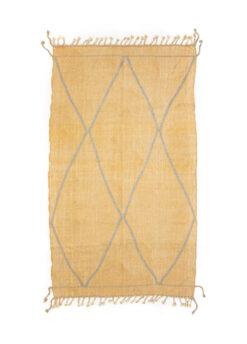 marokkansk-berber-taeppe-haendlavet-i-uld-i farverne-fersken-og-graa-med-geometrisk-moenster