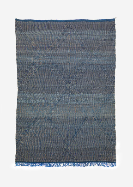marokkansk-berber-taepper-haendlavet-i-bedste-uld-kvalitet-i-plantefarver-blae-og-raehvid