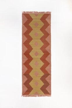 marokkansk-berber-taepper-haendlavet-i-bedste-uld-kvalitet-i-plantefarver-orange-gul-og-rosa-designet-af-henriette-w-leth